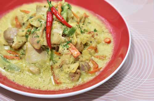 Chicken Halang-halang: A Visayan staple of chicken with coconut milk and turmeric.